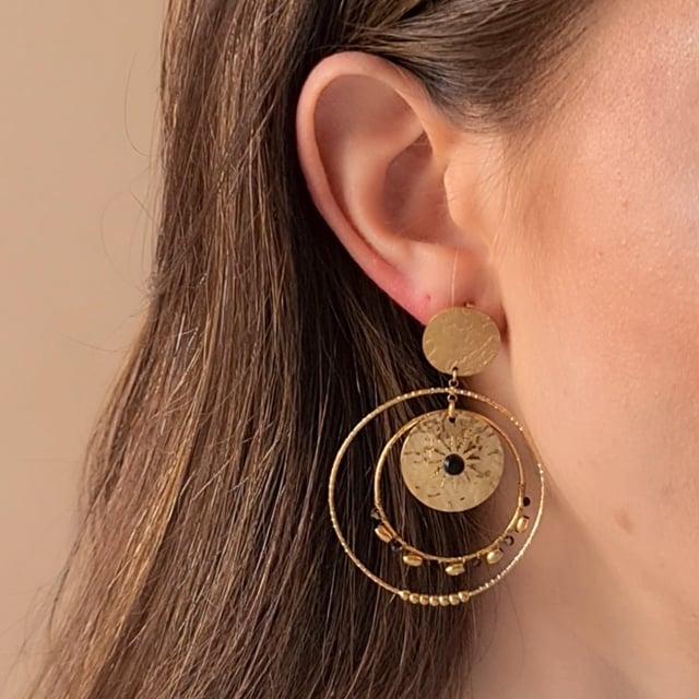 Video bijou : Boucles d'oreilles martelées soleil noir