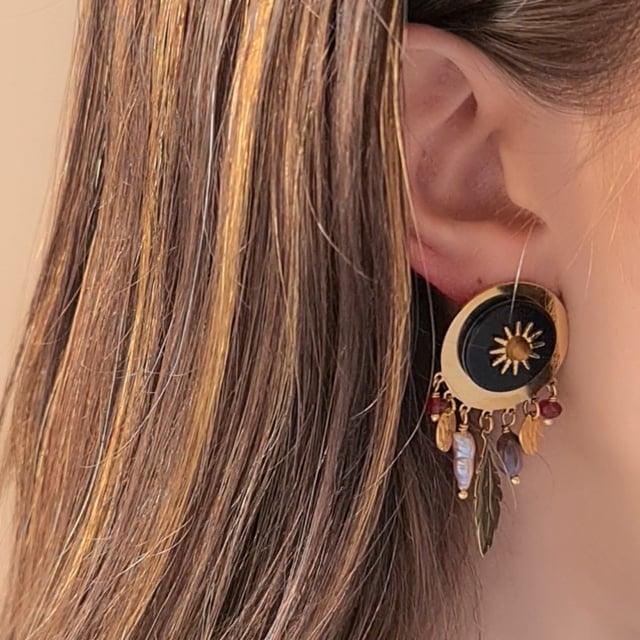 Video bijou : Boucles d'oreilles soleil noir