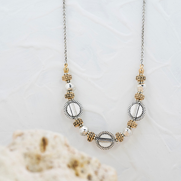 Les colliers, bijoux